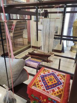 Loom for traditional weaving